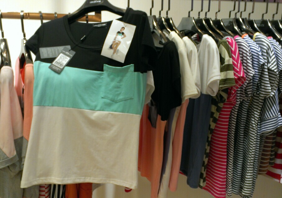 厂家亏本处理韩版女装打底衫T恤批发