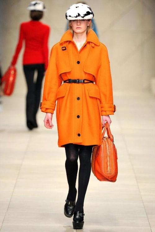 厂家一手货源直销大量冬装女羊毛大衣