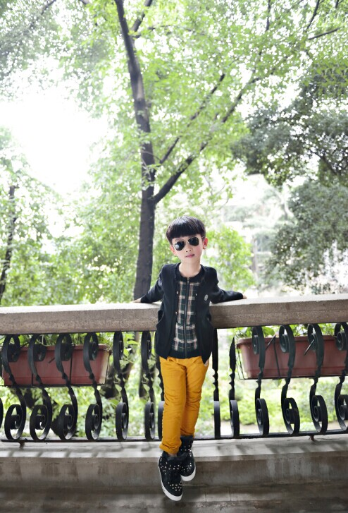【M&Q大眼蛙】是经典黑白韩国时尚风格,突出儿童个性化穿衣理念,诚邀加盟