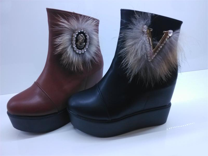 女士冬季加厚绒短筒内增高加厚底雪地靴批发