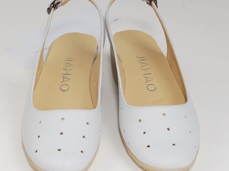 昆明镂空纹底凉鞋大量供应