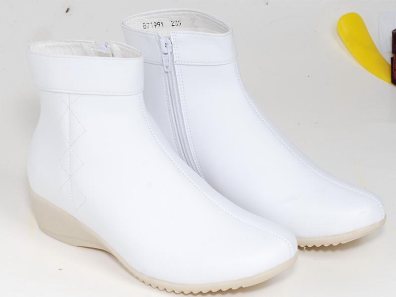 昆明中筒纹底皮靴批发
