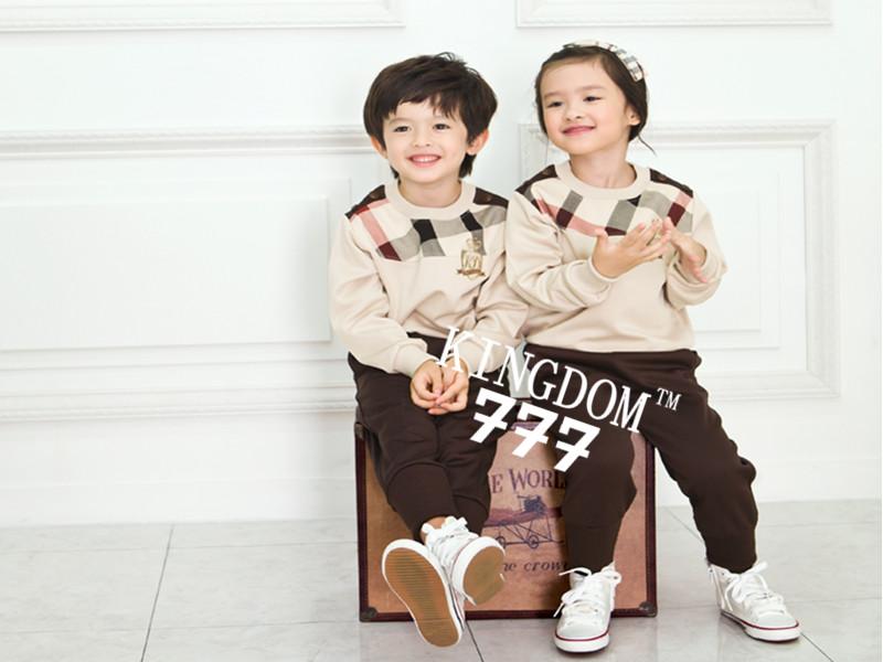 供应质量好的韩版风格幼儿园园服批发