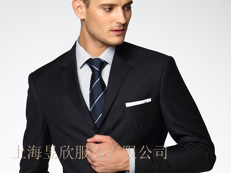 上海量体订做修身西装