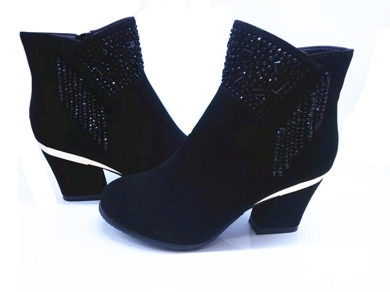 新款时时秀水钻流水女靴批发