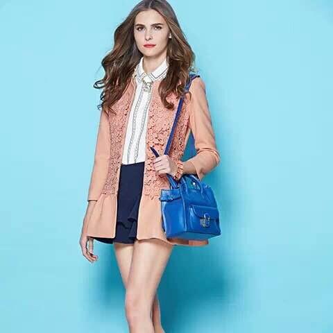 艾秀雅轩品牌折扣女装时尚加盟,展现魅力