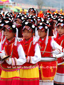 中国彝族学校服装批发