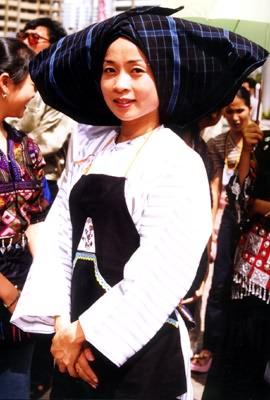 卓简民族服饰专业提供销量最好的布依族服饰批发