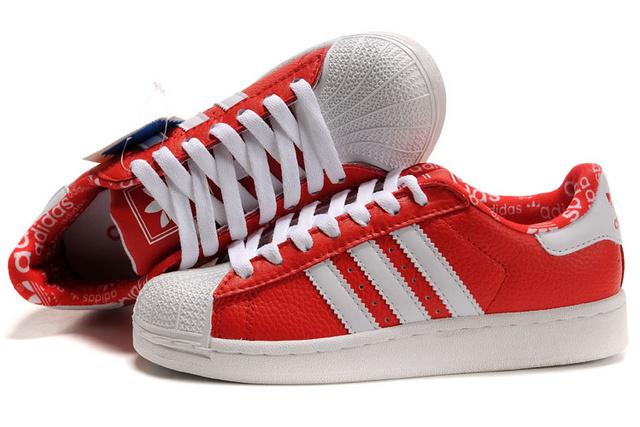 专业提供最新阿迪达斯运动鞋批发