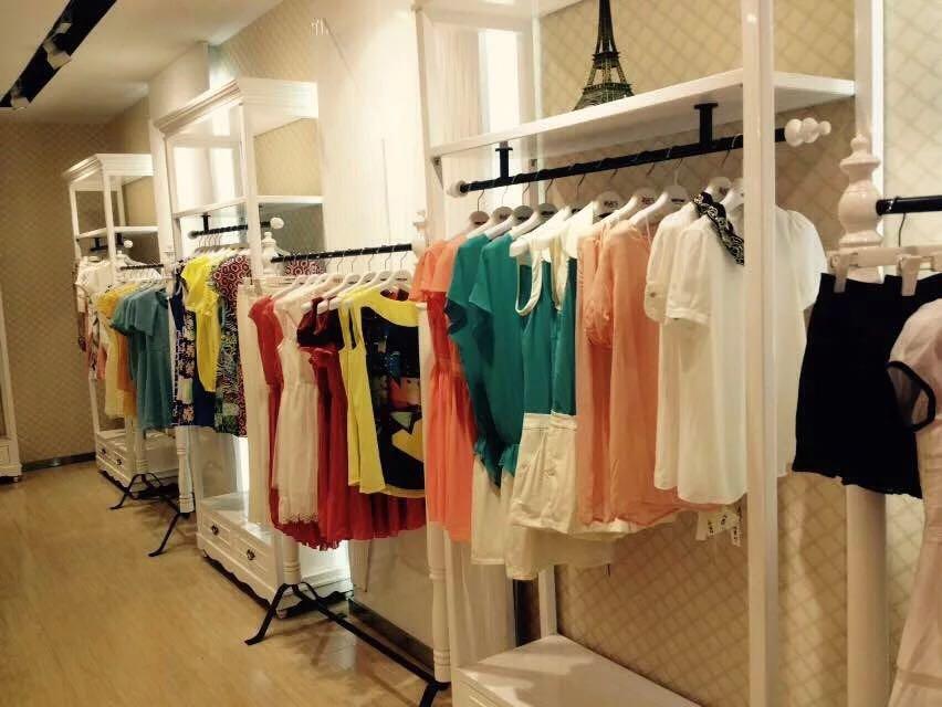时尚、职业、淑女等不同风格上万款女装精品批发