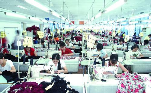 惠州新式的元通实业旗下彩姿品牌服饰批发