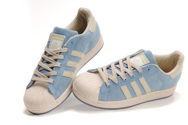 优惠的阿迪达斯板鞋厂家批发