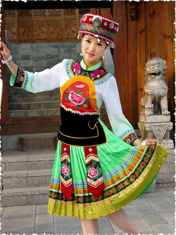 舒适的土家族服饰供应,就在卓简民族服饰