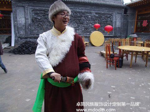 中国少数民族服饰——在杭州怎么买安全的保安族服饰