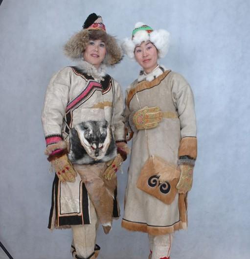 达斡尔族服饰 品牌,推荐卓简民族服饰,达斡尔族服饰定制厂家