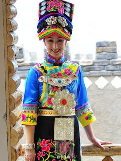 羌族服饰批发,推荐卓简民族服饰 中国羌族服饰