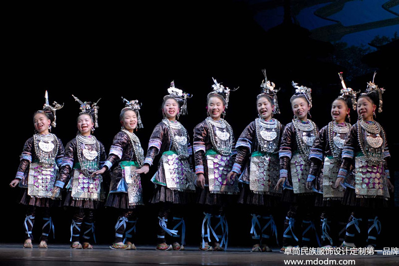 侗族男士服饰:有创意的侗族服饰推荐