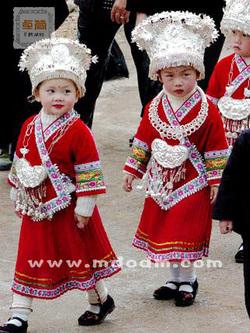 中国苗族学校服装:最便宜的苗族学校服饰推荐