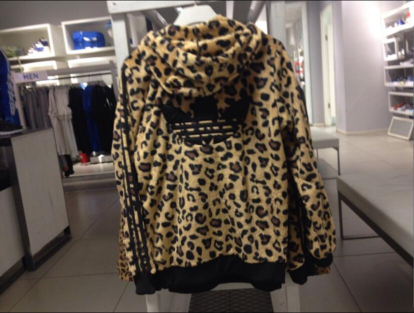 休闲运动夹克:优惠的毛绒豹纹男装哪有卖