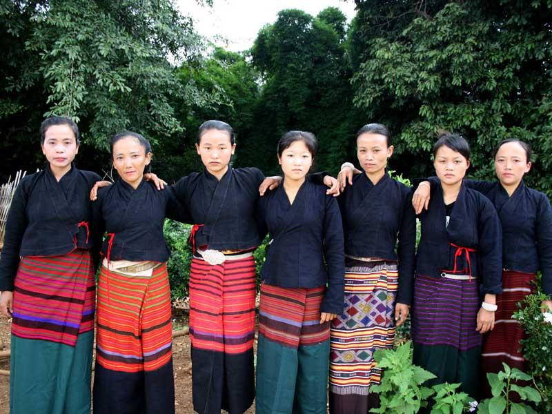 中国瑶族服饰:热销布朗族服饰推荐