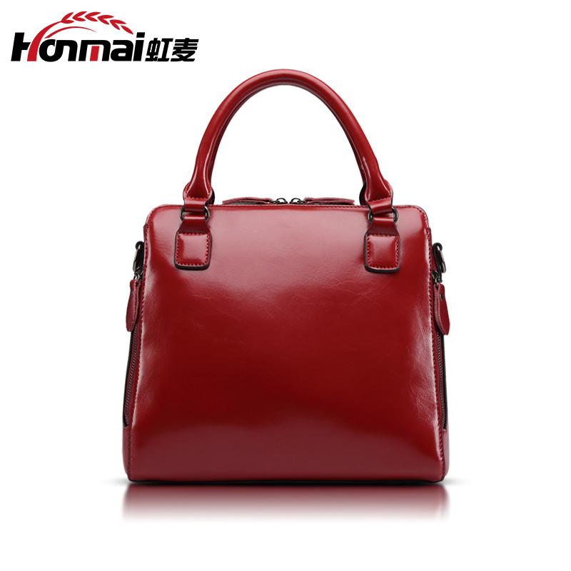 最好的2015年新款复古油蜡皮女包代理分销就是广州禹晨皮具,品牌女包专卖加盟