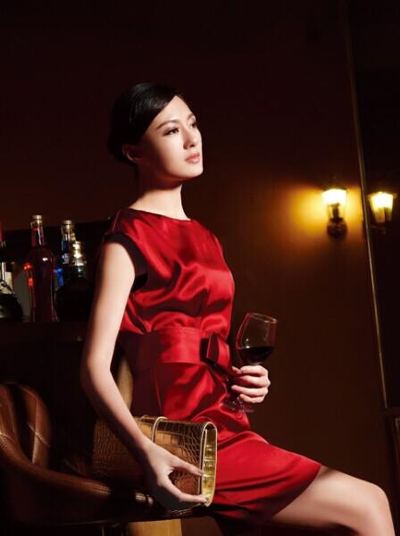 特立独立,纽方中高档品牌女装 打造您的专属格调