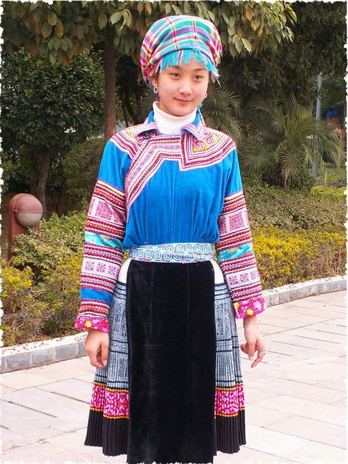 苗族服饰定制:划算的苗族服饰,卓简民族服饰