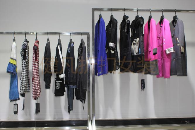 健凡服饰长年经销批发国内各大专柜一二线品牌折扣女装,库存品牌折扣优质女装