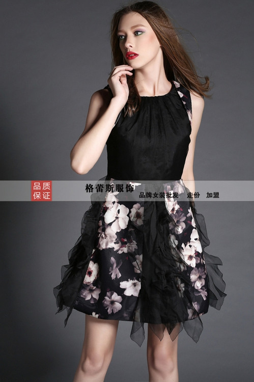 夏季促销服装,女装一二三线品牌。