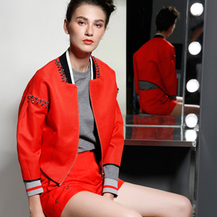 艾露伊LOEY女装2015诚邀加盟