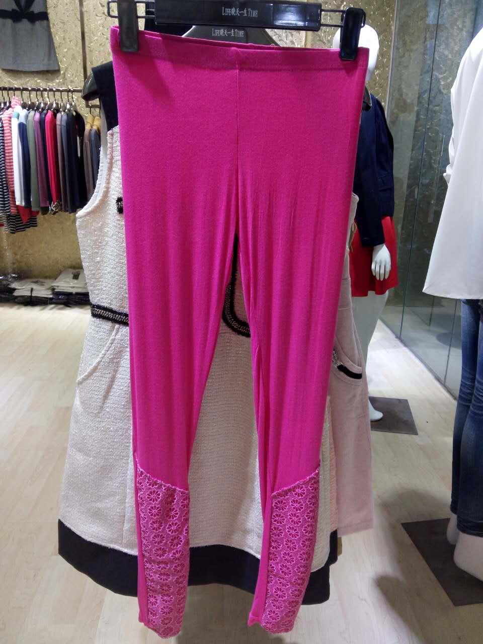 当季流行的秋季加绒加厚打底裤批发厂家直批实体货源