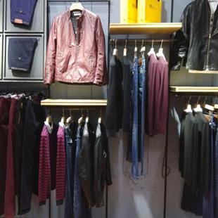 久久厘米男装定位于中端时尚休闲男装,受众面积广