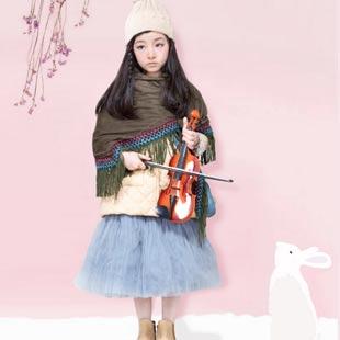 时尚小鱼童装让孩子在自信中成长