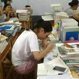 被骗学费将近万元女学生离世前穿着的文化衫来自邢台