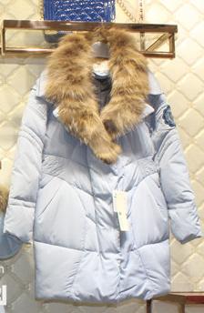 专柜正品朵以冬装特价38元,时尚年轻款