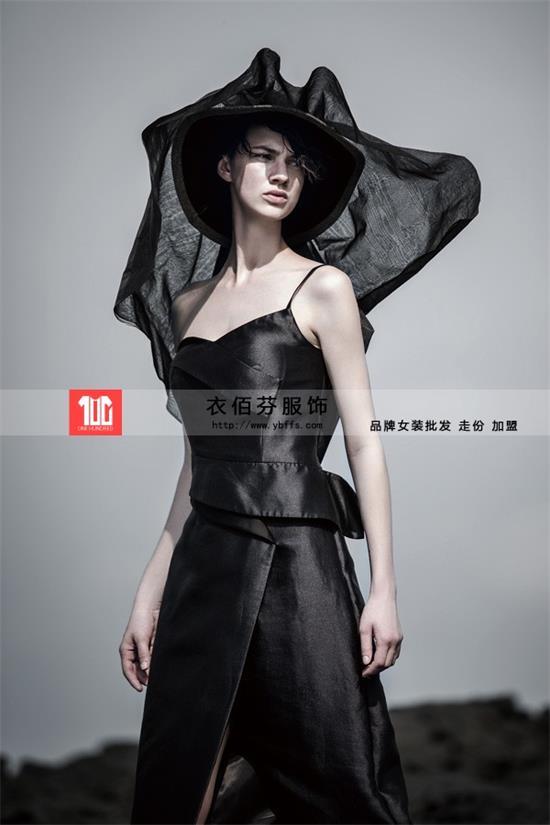 贝洛安秋冬女装品牌折扣批发,衣佰芬服饰