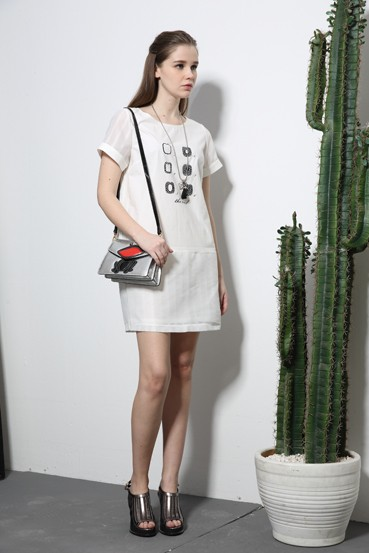 香港品牌女装折扣店艺素国际怎么加盟尾货货源找广州埃芙衣