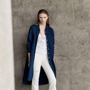 主提女装定位中端年轻女性服饰市场