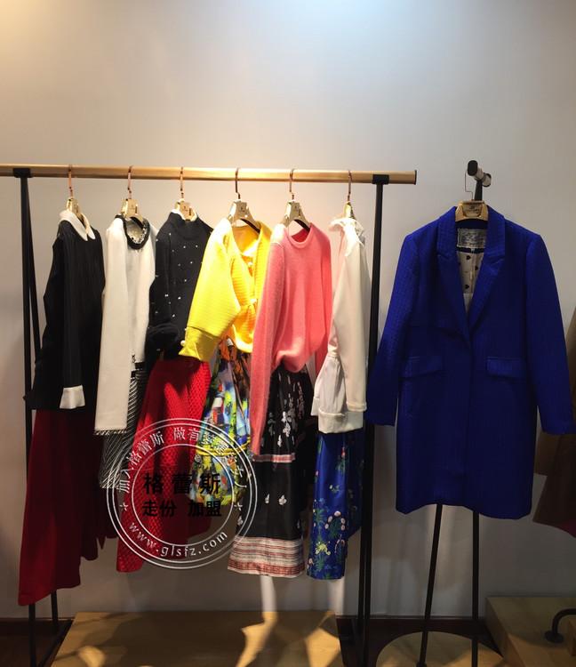 薇妮蘭品牌折扣服裝春裝來襲,0經驗開店,優質品牌