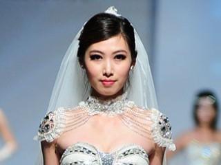 2013广东大学生时装周·五邑大学纺织服装学院服装设计毕业作品展演