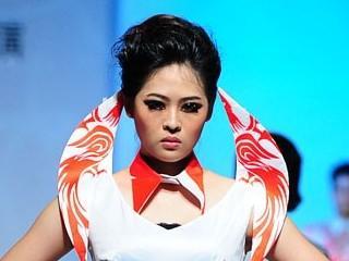 2013广东大学生时装周·私立华联学院服装设计毕业作品展演
