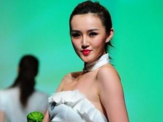 2013广东大学生时装周·广州科技贸易职业学院服装设计毕业作品展演