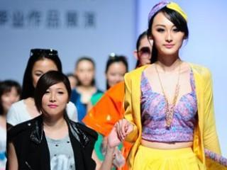 2013广东大学生时装周·广东文艺职业学院服装设计毕业作品展演