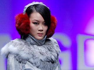 """中国国际时装周2010春夏系列·""""应大杯""""首届中国时尚皮装设计大赛秀场"""